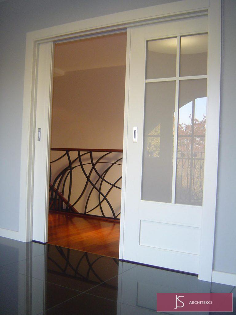 drzwi do pokoju dziennego